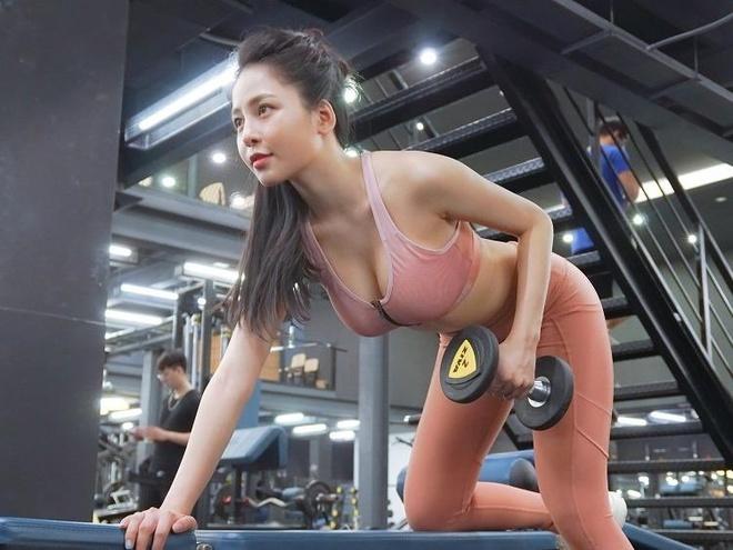 5 bai tap danh cho vong mot cua hot girl Tram Anh hinh anh