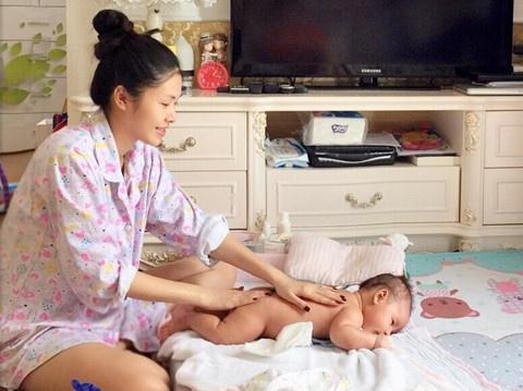Hot mom Thuy Anh: Chi biet nhin con va khoc vi tram cam sau sinh hinh anh 2