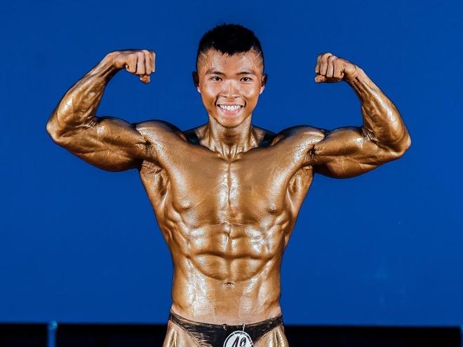 Chang trai tang 25 kg van so huu bung 6 mui hinh anh