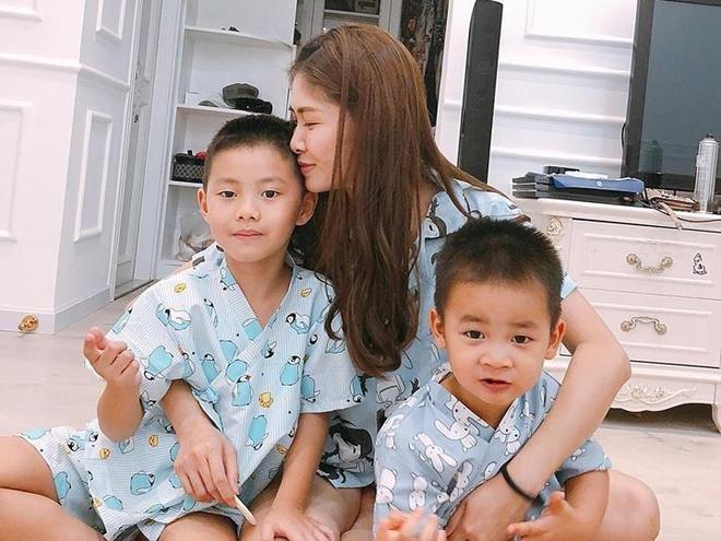 Hot mom Thuy Anh lo lang vi dich tay chan mieng bung phat o TP.HCM hinh anh