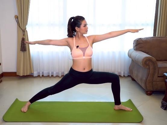 6 bai tap yoga giam mo bung cua A hau Diem Trang hinh anh