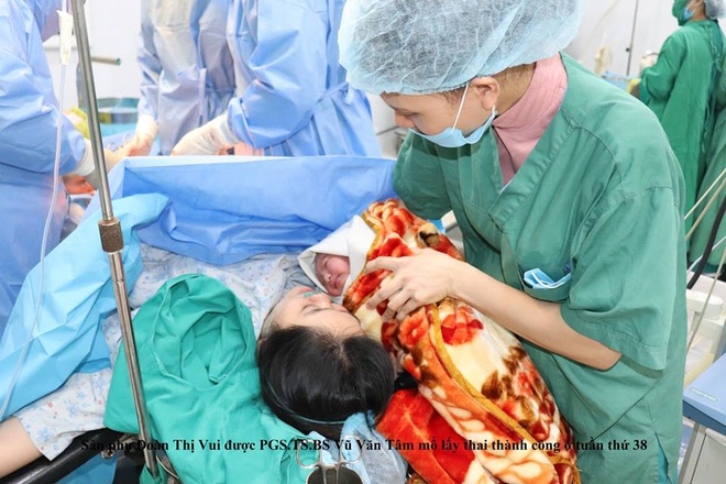 Truyền ối cấp cứu thai nhi 25 tuần tuổi