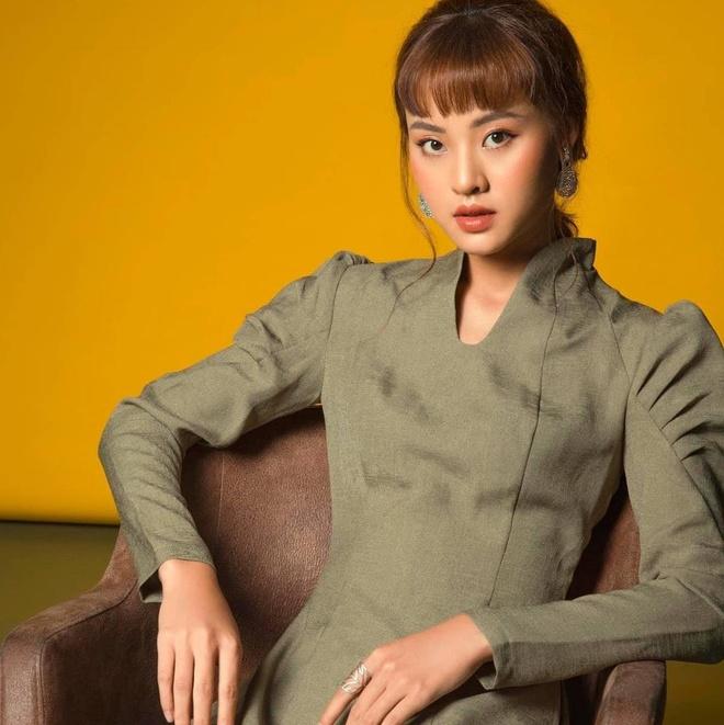 Hoa khoi DH Sai Gon la guong mat quen thuoc cua lang lookbook hinh anh 7