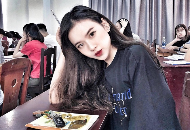 Dan hot girl DH Duy Tan toan nguoi dep, mau anh noi tieng Da Nang hinh anh 1