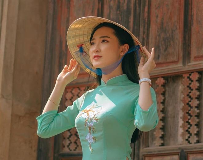 Dan hot girl DH Duy Tan toan nguoi dep, mau anh noi tieng Da Nang hinh anh 6