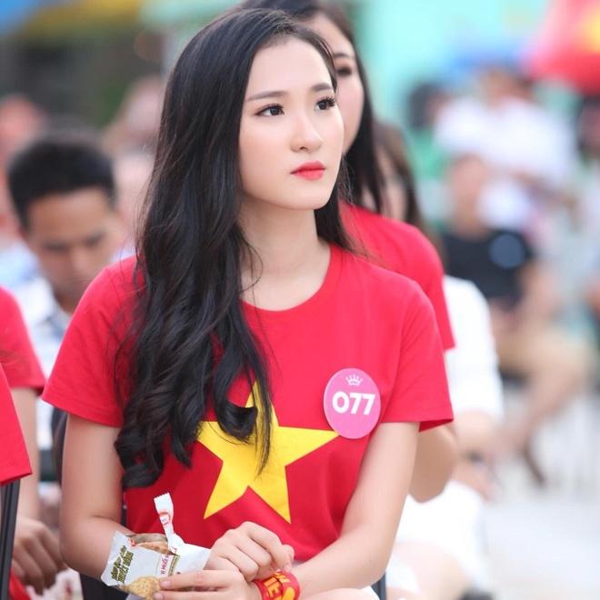 Dan hot girl DH Duy Tan toan nguoi dep, mau anh noi tieng Da Nang hinh anh 9