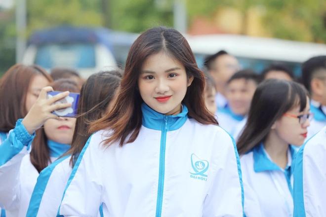 Dan hot girl DH Hutech: Nguoi co 16 HCV karate, ke la a khoi truong hinh anh 2