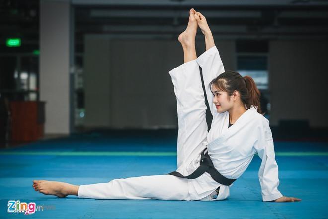Dan hot girl DH Hutech: Nguoi co 16 HCV karate, ke la a khoi truong hinh anh 3