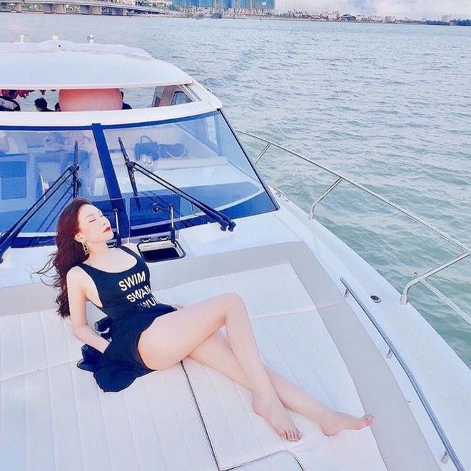 He nay, rich kid Viet ru nhau check-in sang chanh, dien bikini goi cam hinh anh 4