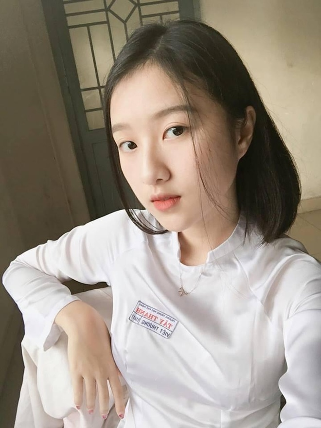 Loat hot girl sinh nam 2001 dang on tap cho ky thi THPT quoc gia hinh anh 2