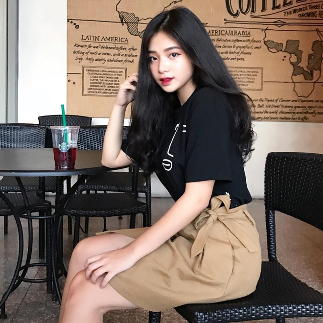 Loat hot girl sinh nam 2001 dang on tap cho ky thi THPT quoc gia hinh anh 5