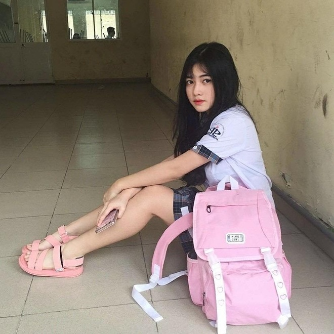 Loat hot girl sinh nam 2001 dang on tap cho ky thi THPT quoc gia hinh anh 8