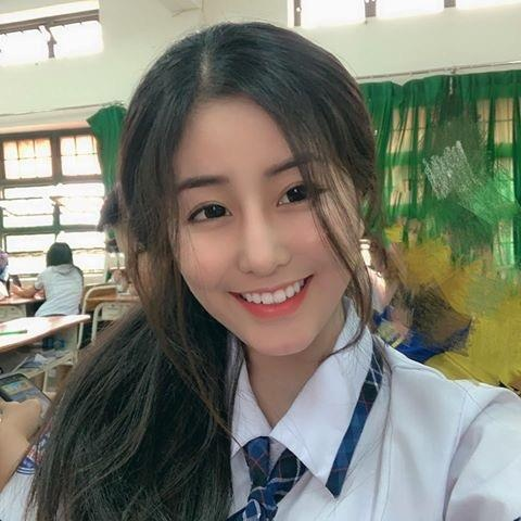 Loat hot girl sinh nam 2001 dang on tap cho ky thi THPT quoc gia hinh anh 11