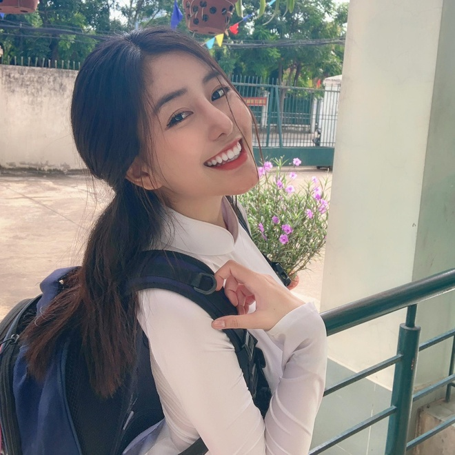 Loat hot girl sinh nam 2001 dang on tap cho ky thi THPT quoc gia hinh anh 12