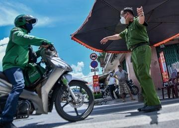 TP.HCM xử phạt người ra đường không có lý do chính đáng từ 9/7 - Pháp luật