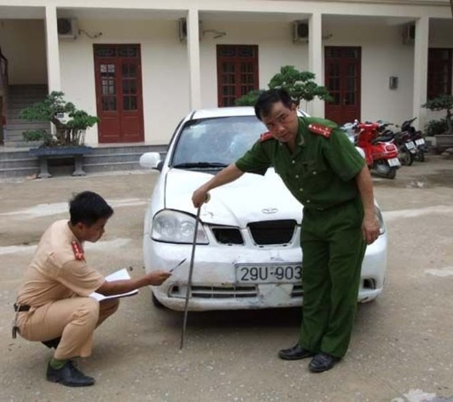 Tong chet nguoi, phun son doi mau xe de tron trach nhiem hinh anh