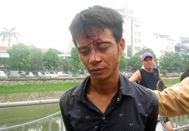 Bat ke cuop iPhone 5 cua nu sinh ngan hang hinh anh 1 Đối tượng cướp giật điện thoại của nữ sinh bị bắt giữ.