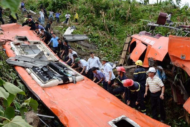 Pho Thu tuong yeu cau dieu tra 3 vu tai nan dip 2/9 hinh anh 1 Hiện trường chiếc xe khách rơi xuống vực sâu trong vụ tai nạn nghiêm trọng ở Lào Cai khiến 12 người chết, 41 người bị thương