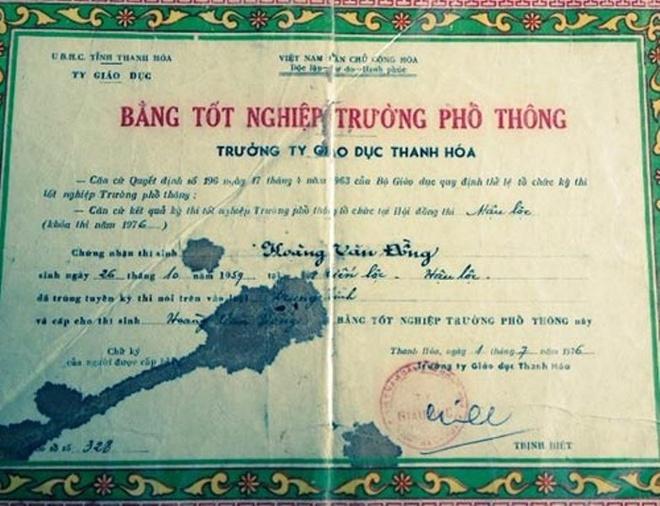 Mượn bằng của người anh họ và để hợp thức hóa nó, ông Đồng đã tự ý sửa tên để được bầu vào vị trí lãnh đạo.