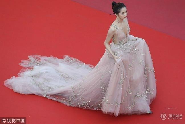 Nhung bo canh giup tieu hoa dan Quan Hieu Dong toa sang tai Cannes hinh anh 13