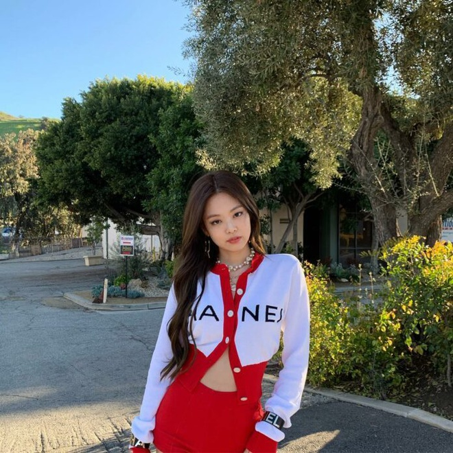 Nhung nu than solo thanh cong nhat Kpop 2019 hinh anh 20 jennie-nhom-nhac-blackpink-696x696.jpg
