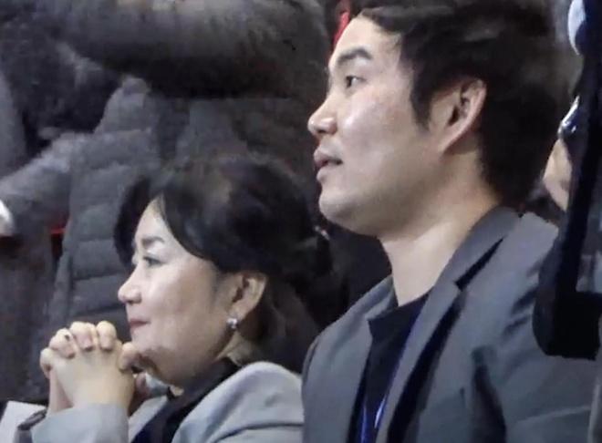 Vo va con trai HLV Park tiec nuoi voi pha bong cua Bui Tien Dung hinh anh