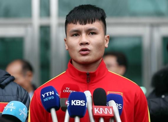 Quang Hai: 'Cau thu Viet Nam tien bo nho thay Park' hinh anh 1 avahai1.jpg