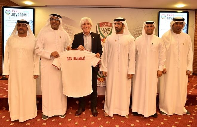 HLV UAE: 'Thanh tich hien tai khong phan anh dung thuc luc cua doi' hinh anh 1 jova.jpg
