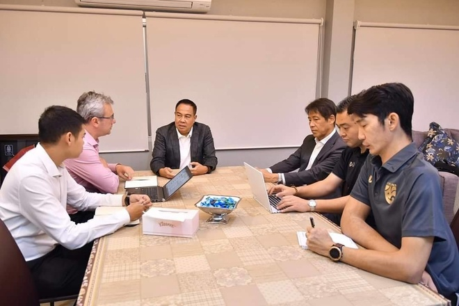 Bao Thai: 'HLV Nishino nhan luong cao nhat lich su' hinh anh 1 Akira.jpg