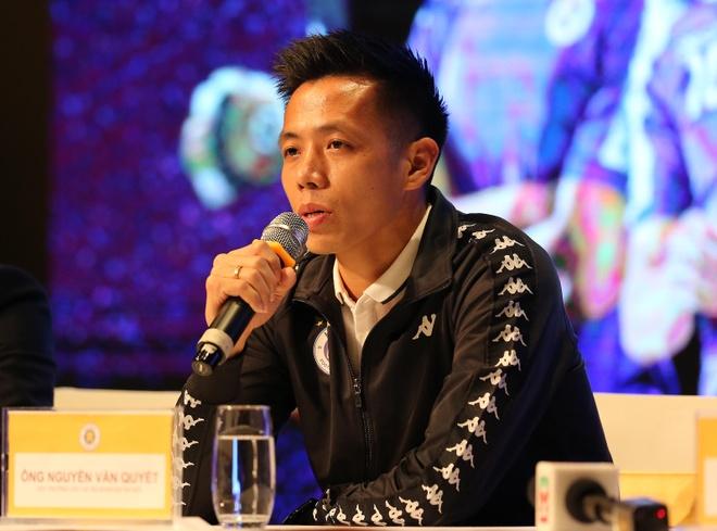 Van Quyet: 'Toi chi mong mua giai toi khong bi chan thuong' hinh anh 1 Van_Quyet_tra_loi.jpg