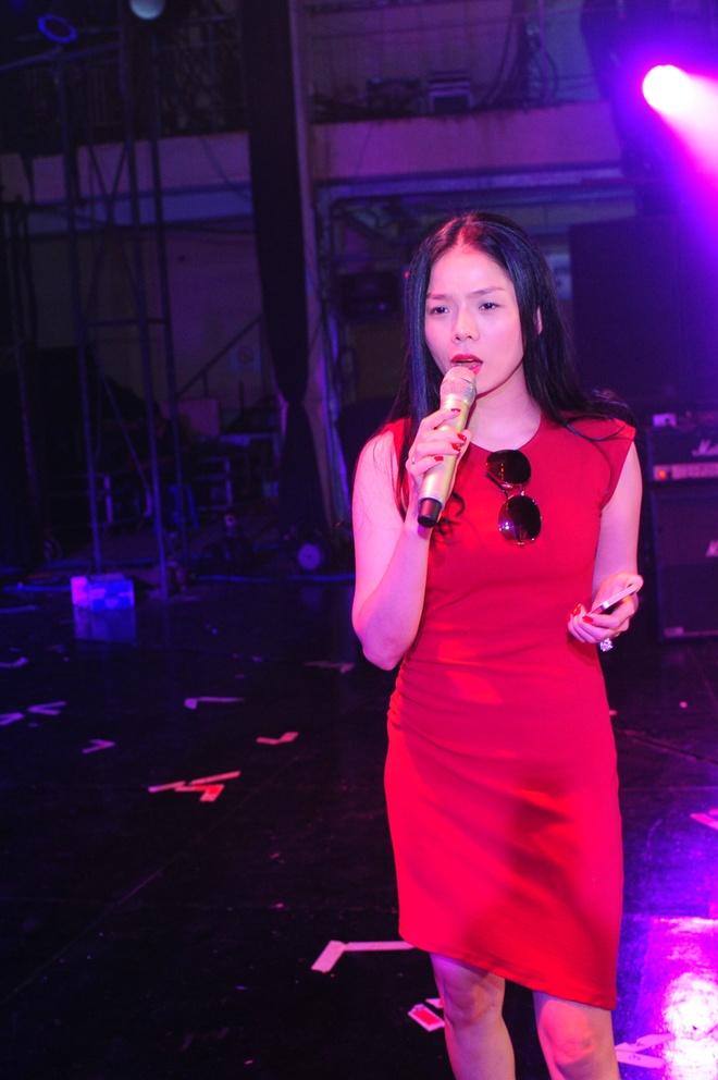 Hoang Thuy Linh, Bao Anh xinh dep tren san tap hinh anh 12