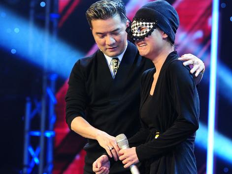 Co gai deo mat na X Factor khien Mr Dam sung sot hinh anh