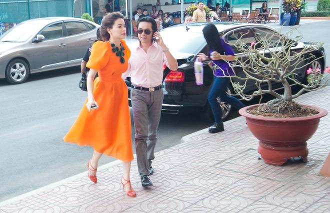 Dam Vinh Hung sua toc cho Ho Quynh Huong hinh anh 7 a
