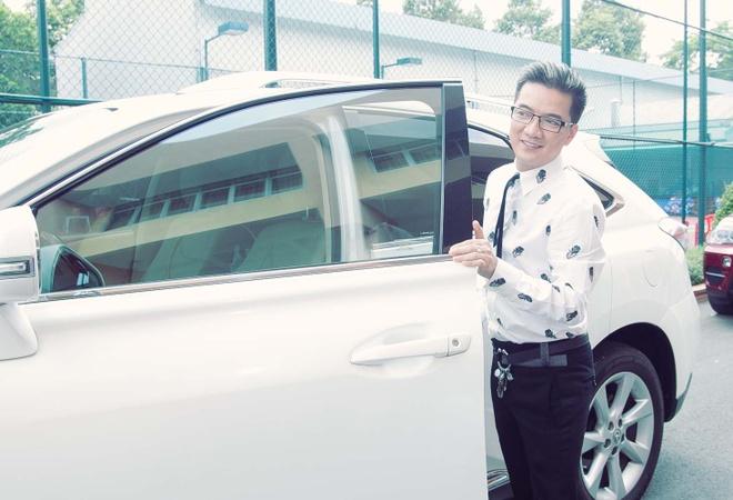 Dam Vinh Hung sua toc cho Ho Quynh Huong hinh anh 1 a