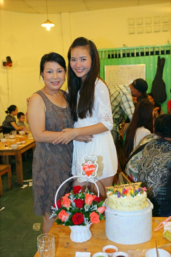 Phan Nhu Thao lan dau don sinh nhat cung doan phim hinh anh 9 1