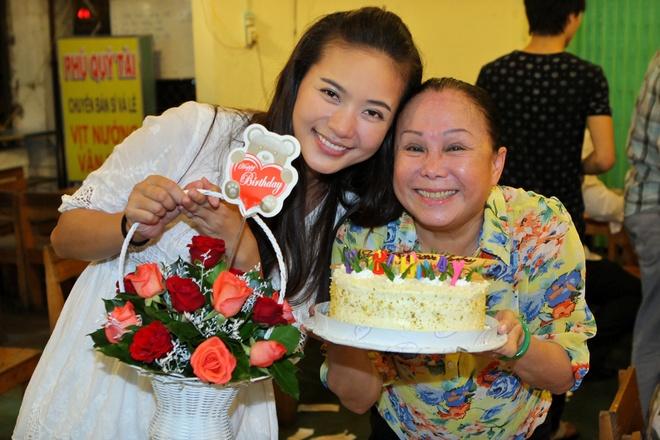 Phan Nhu Thao lan dau don sinh nhat cung doan phim hinh anh 7 1