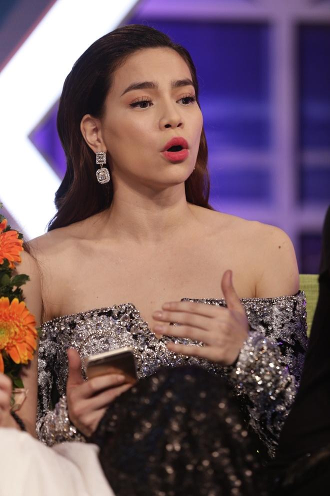 Giang Hong Ngoc: 'Lay tien thuong mua nha tra gop cho bo me' hinh anh 4 Hà Hồ tỏ ra khá điềm tĩnh.