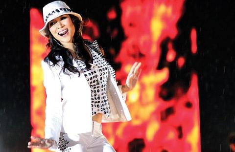Hanh trinh den giai Huyen thoai am nhac chau A cua My Tam hinh anh 7 Album Thời gian và tôi với 2 single: Trở lại, Nhịp đập kéo dài trong suốt năm 2008. Tour diễn Sóng đa tần qua 4 thành phố cũng là dấu son ấn tượng của cô.