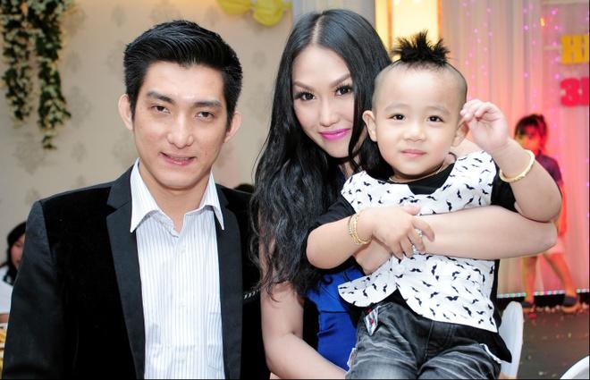Vo chong Phi Thanh Van du tiec sinh nhat con trai Hieu Hien hinh anh