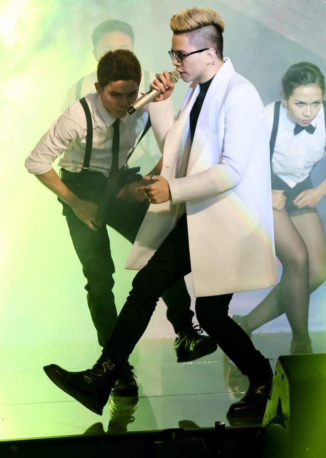 Son Tung M-TP, Isaac tiep tuc canh tranh gay gat o The Remix hinh anh 16