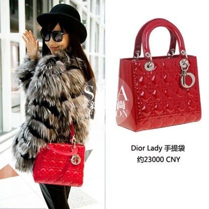 Bo suu tap tui tien ty cua Angelababy hinh anh 8 Cùng với Hermes, Dior cũng là thương hiệu được Angelababy ưu ái. Chiếc Dior Lady đỏ này của cô có giá gần 80 triệu đồng.