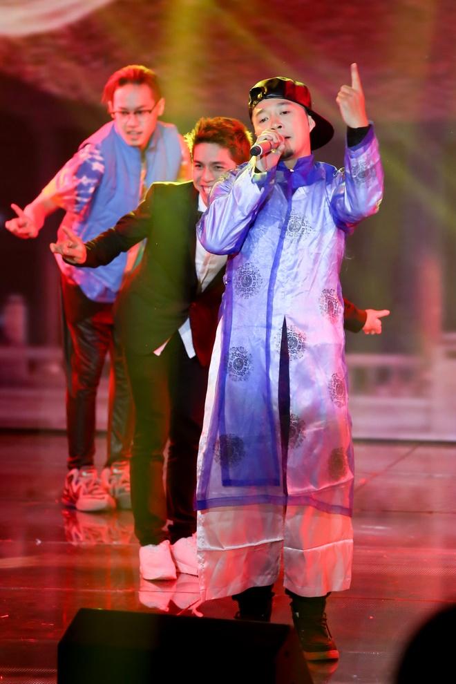 Cap doi Toc Tien, Isaac bung no tren san khau The Remix hinh anh 21