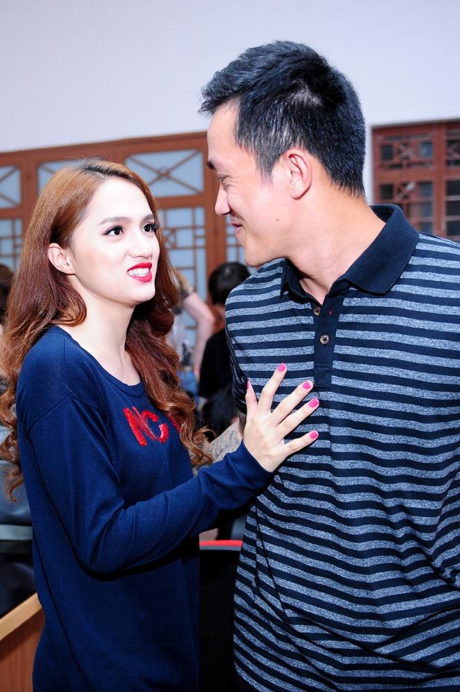 Ban trai Viet kieu cham soc chan dau cho Huong Giang Idol hinh anh 3 2