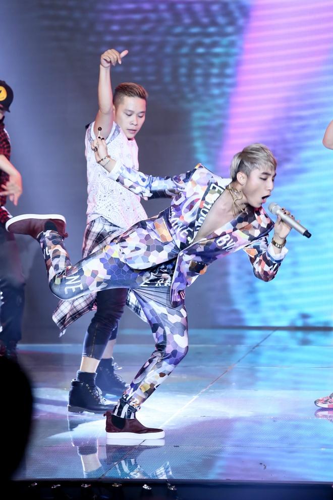 Son Tung M-TP lam giam khao khach moi The Remix hinh anh 1