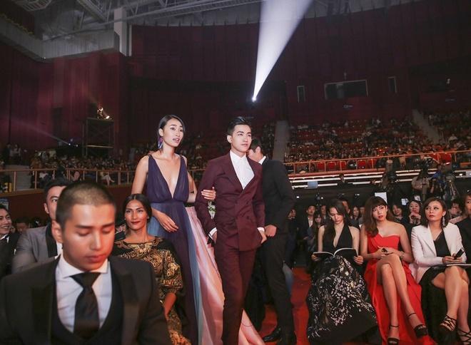 Trang Khieu - Vo Canh nhan giai Ngoi sao nguoi mau chau A hinh anh 1 Liên hoan người mẫu châu Á 2015 được tổ chức hàng năm bởi Hiệp hội người mẫu Hàn Quốc vừa diễn ra tại Sân vận động Seoul tố 24/4. Sự kiện tôn vinh những gương mặt trong khu vực có nhiều hoạt động nổi bật.