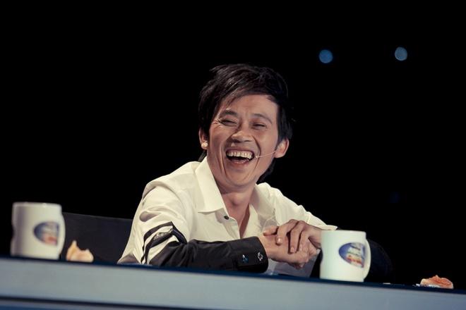 """Hoài Linh từng nói đùa. công việc của anh là """"soi mói"""" thí sinh để... cầm  tiền cát-xê không bị ái ngại với nhà sản xuất."""