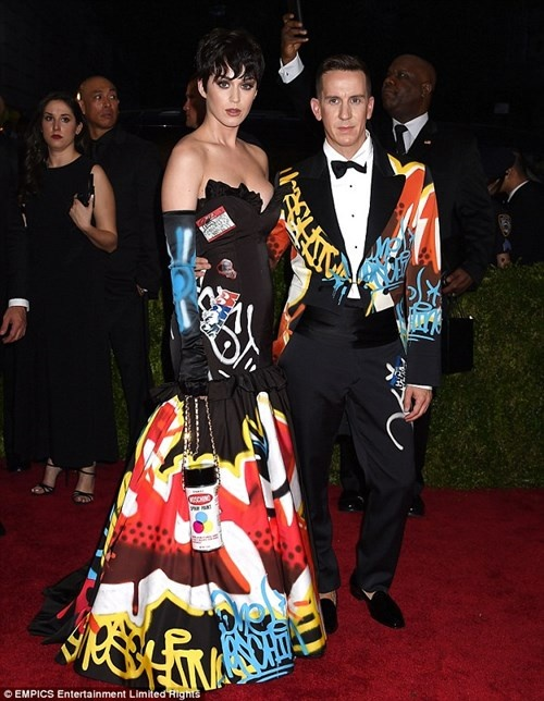 Katy Perry goi cam trong poster quang cao hinh anh 6