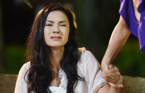 Viet Trinh khoc het nuoc mat vi chong ngoai tinh trong phim hinh anh