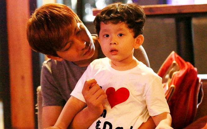 Tim dua con trai di tap hat show Phuong Thao - Ngoc Le hinh anh