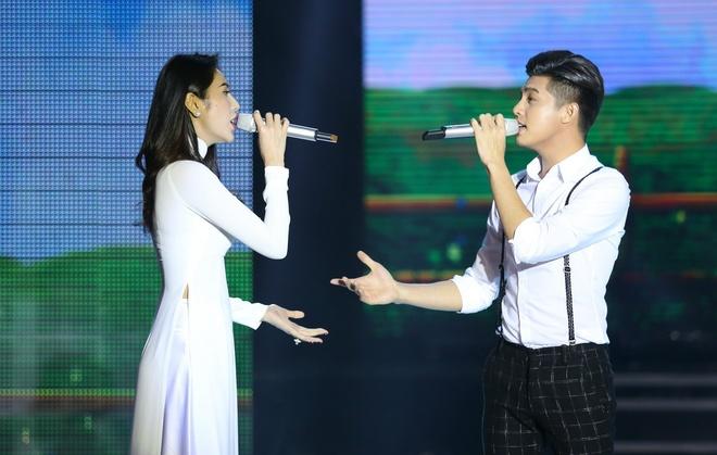 Thuy Tien - Noo Phuoc Thinh dang yeu voi Xe dap oi hinh anh